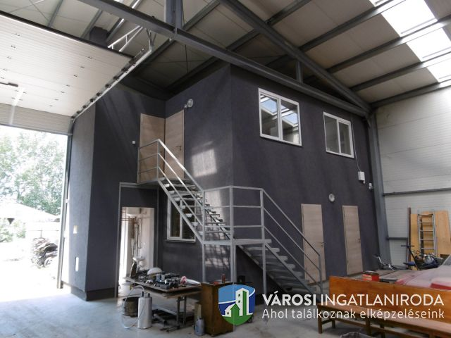 Ipari ingatlan új építésű csarnokkal, bővítési lehetőséggel.