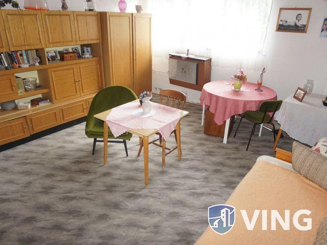 Kétszintes családi ház a románvároson