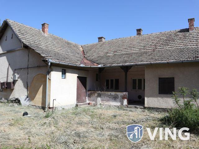 Két lakrészes családi ház eladó