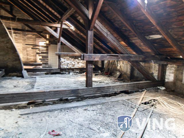 Képzelőerőt elő! Felújítandó tetőtéri rész eladó!