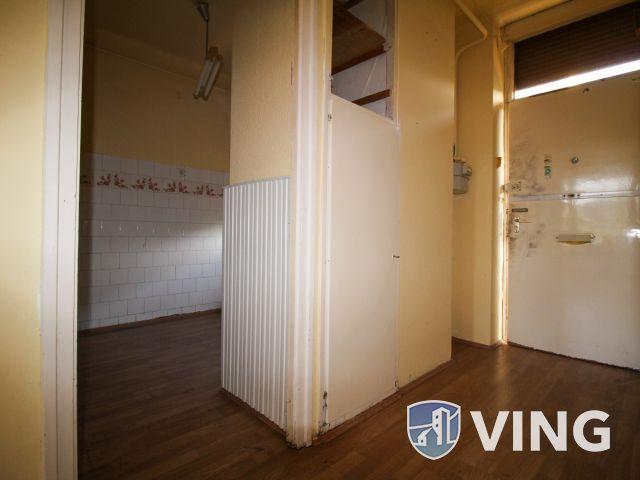 Déryné úton 2 szobás, erkélyes lakás eladó!