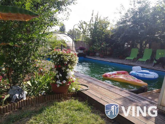 Kedvező fekvésű, jó elrendezésű medencés ház
